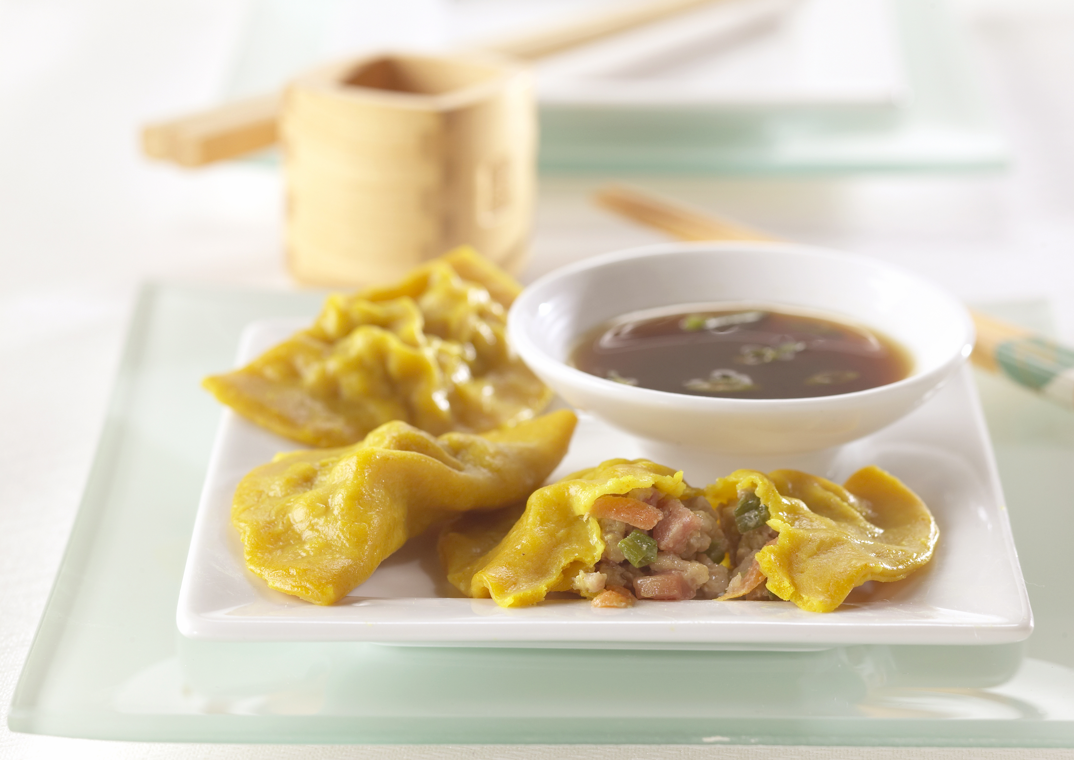 how to eat chinese dumplings
